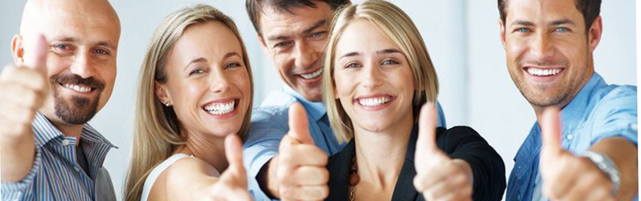 glückliche und zufriedene Kunden